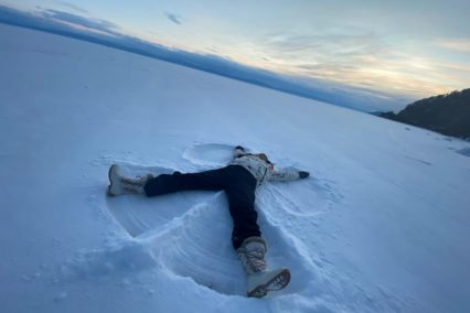 Baikalmeer bevroren sneeuwengel Eleanora Tiara Tours