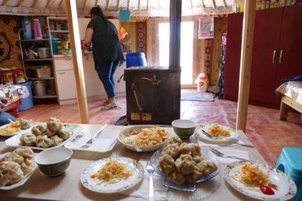 Mongolië Hustai N.P. eten Tiara Tours