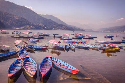 tiaratours nepal pokhara boot meer